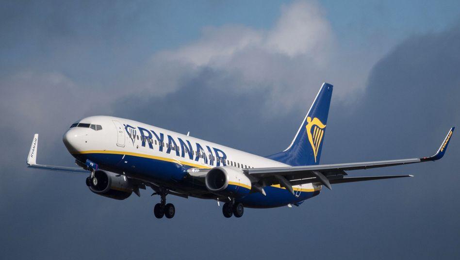 Ryanair-Maschine im Anflug auf Flughafen Frankfurt