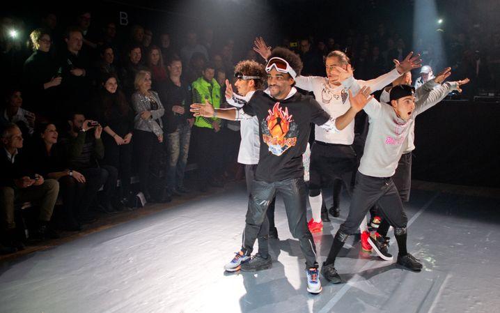 """Fashion Week Berlin: Die """"Flying Steps"""" präsentieren bei einer """"Fire + Ice""""-Party Mode der Marke Bogner"""