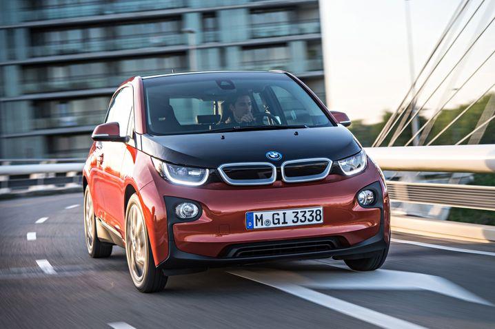 BMW i3: Der 4 Meter kurze Stadtwagen will anders bewusst anders sein - und das kommt durchaus an