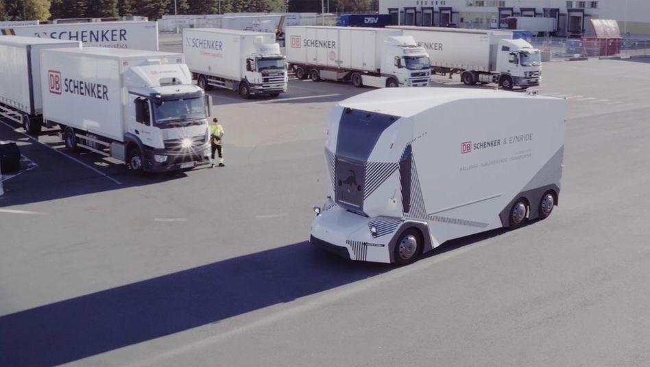 Roboter-Lkw Einride T-Pod: Dieses Fahrzeug pendelt autonom zwischen zwei Warenhäusern