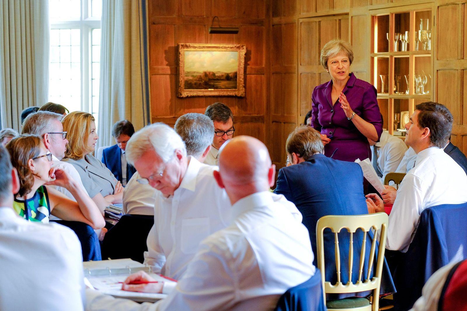 Klausurtagung des britischen Kabinetts in Chequers