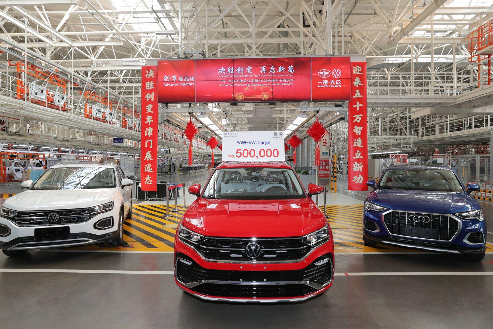 China, 500.000 VW Tayron in Tianjin produziert TIANJIN, CHINA - NOVEMBER 20: A Tayron X SUV rolls off the assembly line