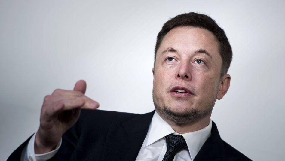 """Elon Musk wirbt für Mini-Computer im Schädel: """"Man braucht ein elektronisches Gerät, um ein elektronisches Problem zu lösen"""""""