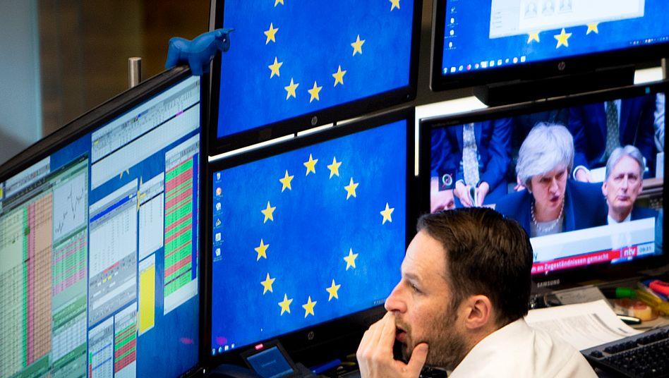 Börse in Frankfurt: Anleger reagieren gelassen auf das Londoner Chaos