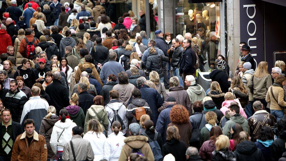 Menschenmassen in Köln: Mit Ausnahme des Saarlands wuchs die Bevölkerung in allen westlichen Bundesländern