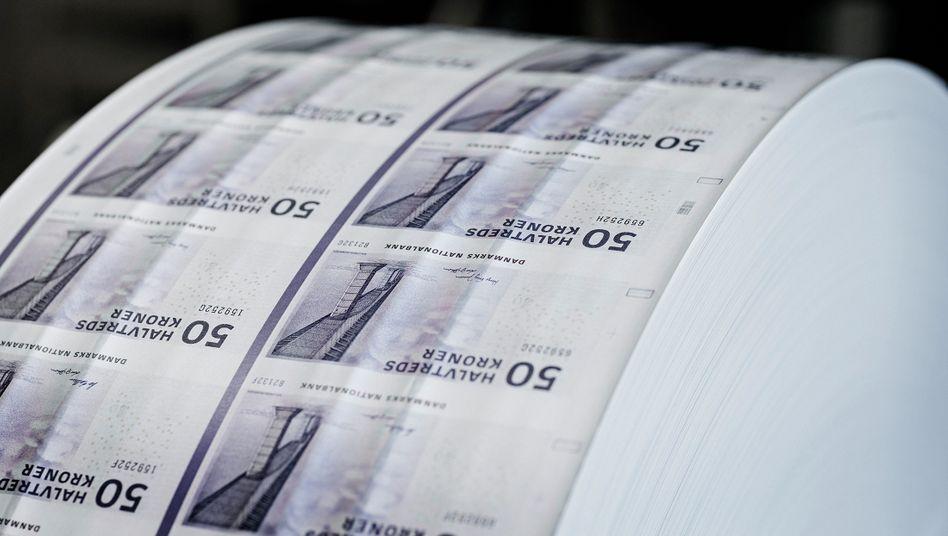 Frisch aus der Notenpresse: Die Nationalbank wirft massenhaft Kronen auf den Markt