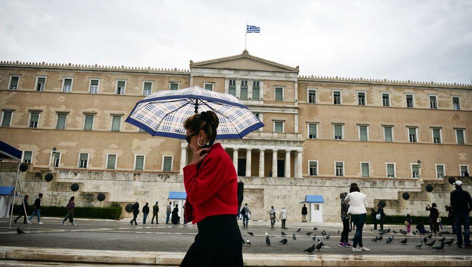 Gut geschützt: Ausgestattet mit 15 Milliarden Euro von den EU-Partnern versucht Griechenland die Rückkehr an den freien Kapitalmarkt