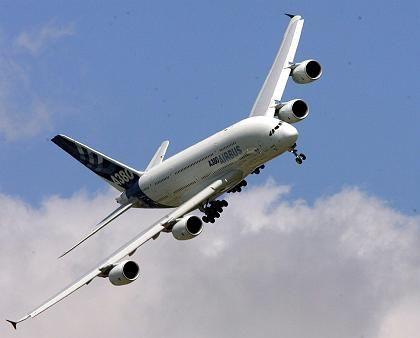 Von den Testflüge sind bisher keine Schwierigkeiten bekannt: Airbus A380 beim Anflug auf Hamburg-Fuhlsbüttel