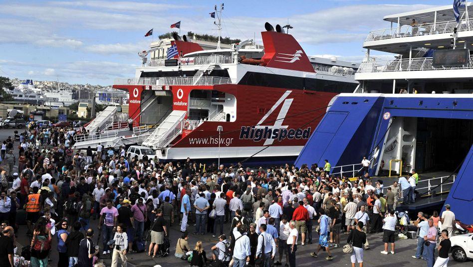 Kein Fortkommen: Auch die Fähren stellten am Donnerstag zum Generalstreik in Griechenland ihren Betrieb ein.
