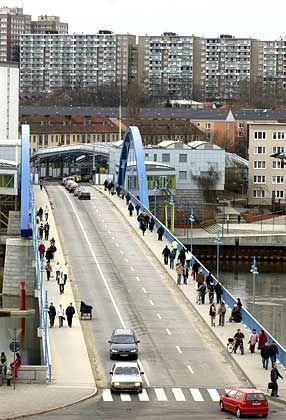 """Deutsch-polnischer Grenzübergang bei Frankfurt a. d. Oder: """"Wer zu spät kommt ..."""""""