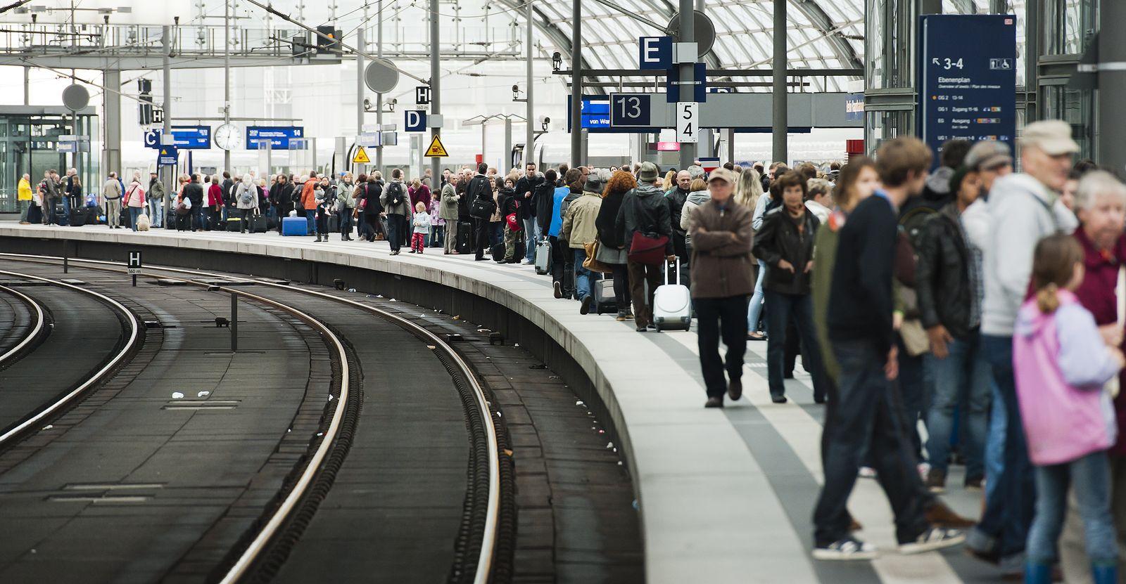 NICHT VERWENDEN Berlin / Hauptbahnhof / Verspätung