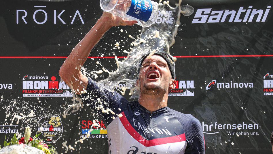 Das gute Gefühl des Sieges: Jan Frodeno nach seinem Ironman-Sieg in Frankfurt am Main. Sportliche Erfolge können aber auch in kleinerem Format sehr beglückend und motivierend wirken.