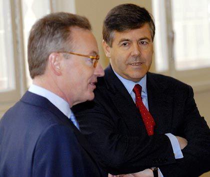 Zwei Männer vor Gericht: Ackermann mit dem ehemaligen Mannesmann-Vorstandsvorsitzenden Klaus Esser