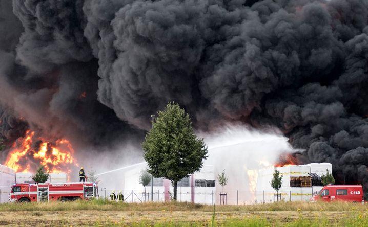 Brennendes Styropor-Lager in Wittenberge (Brandenburg)