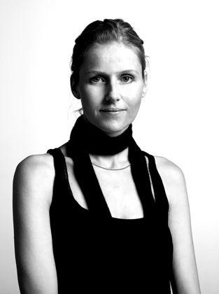 Glamour für Ostwestfalen:Vor 18 Monaten wechselte Kathrin Hüsgen von Boss zu Joop, um aus sachlicher Büromode frech betuchte Weiblichkeit zu machen