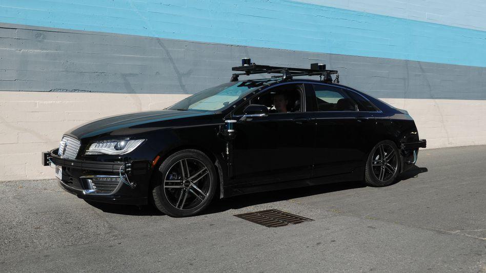 Selbstfahrendes Auto mit der Technologie des Roboterauto-Start-ups Aurora