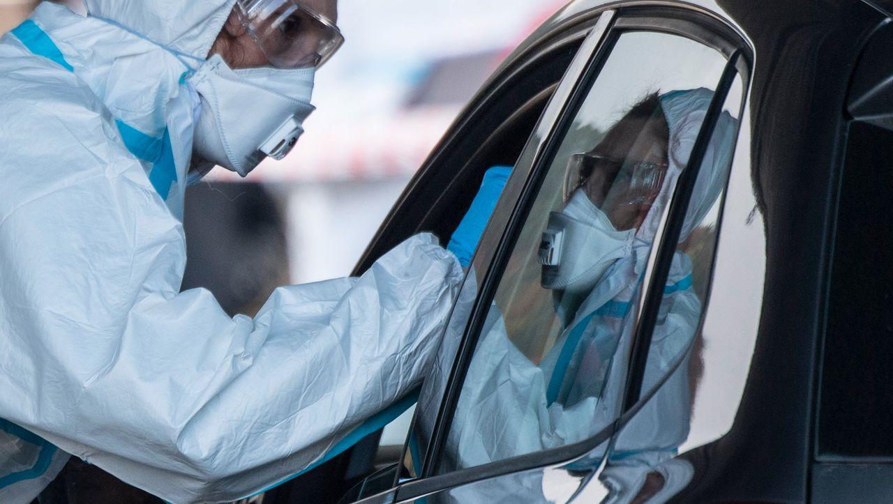 Corona: 19.059 Neuinfektionen in Deutschland. Bund und Länder bereiten sich auf Notfall vor - manager magazin - Politik