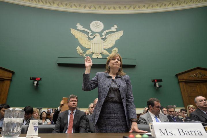 Nichts als die Wahrheit: GM-Chefin Mary Barra muss wie ihr japanischer Kollege Toyoda auf dem Capitol Hill aussagen