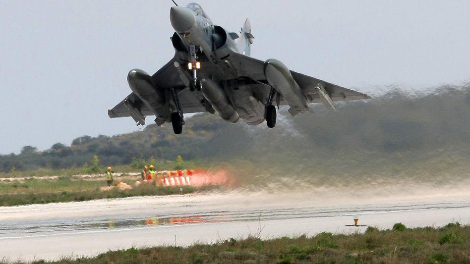 Nato-Kampfflugzeug: Französischer Mirage-Jet startet aus Griechenland zum Kampfeinsatz in Libyen