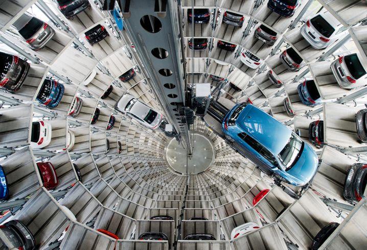 Beliebtes Motiv: Neuwagen in den Autotürmen der Autostadt
