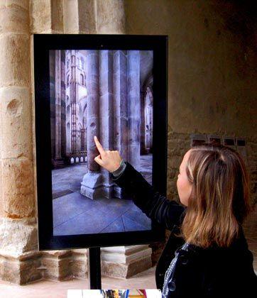 Simulation: Auf Flachbildschirmen können Besucher erkunden, wie die Abtei zu ihren Glanzzeiten aussah