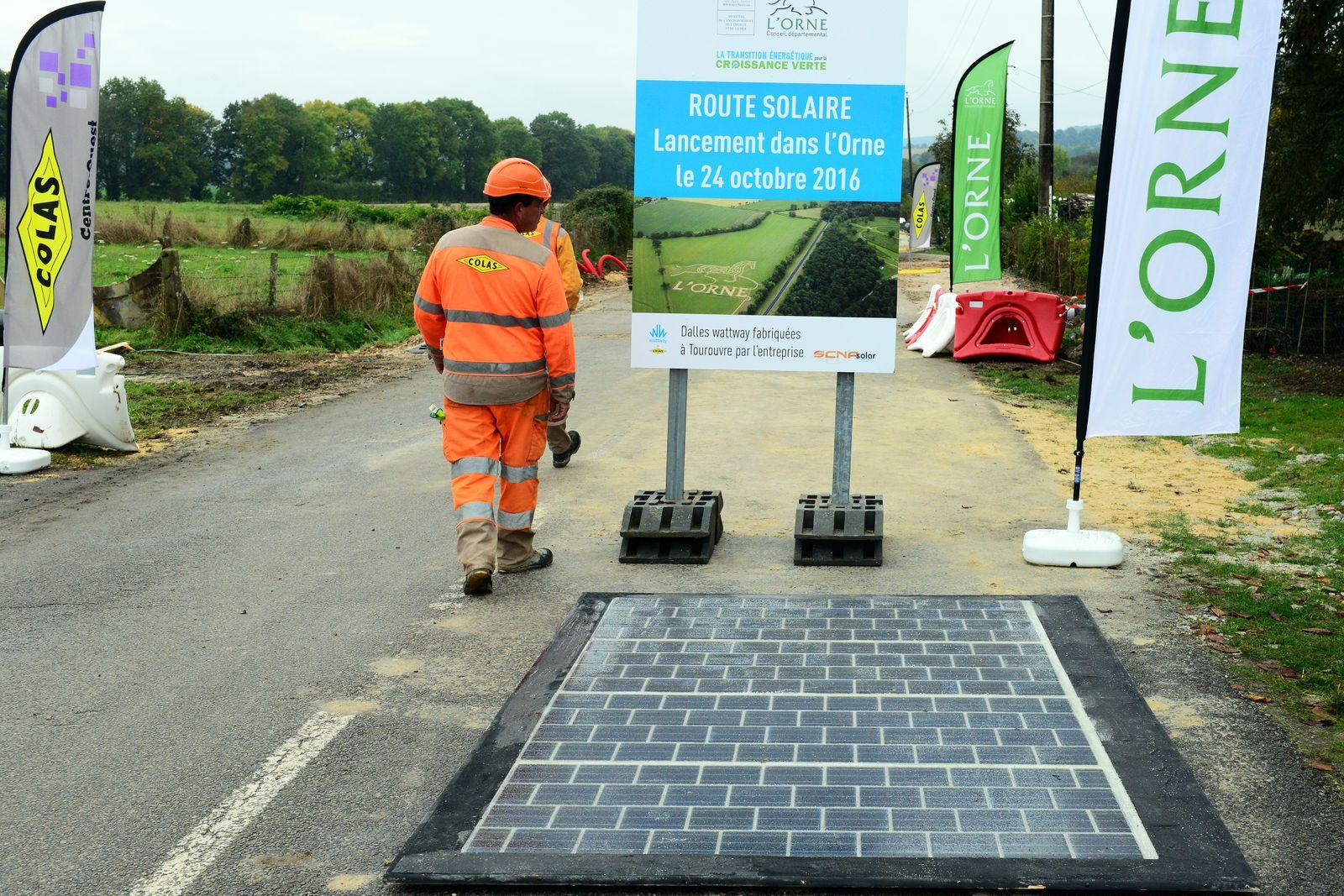 EINMALIGE VERWENDUNG Solar-Straße in Tourouvre, Frankreich
