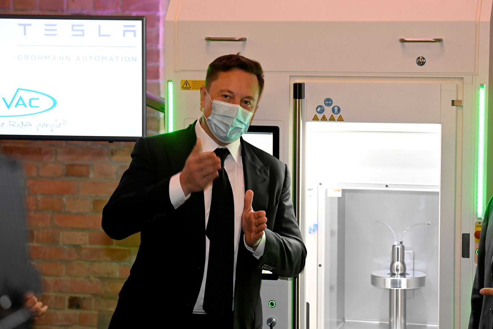 Futurist entrepreneur Musk presents RNA printer in Berlin