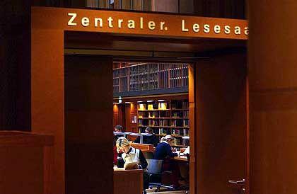 Einsam studieren, gemeinsam publizieren: Lesesaal an der TU Dresden
