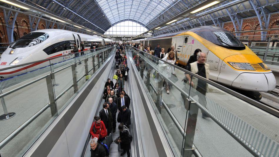 Hochgeschwindigkeitszüge in London: Allein für die transeuropäischen Bahnnetze fehlen laut EU 500 Milliarden Euro