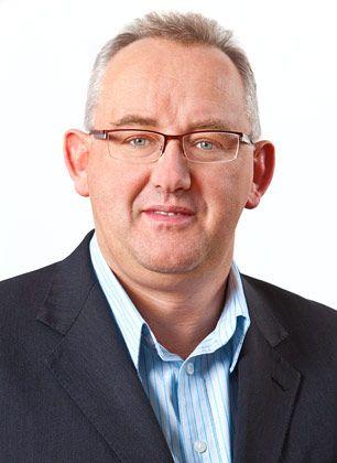 Der Brite Stuart Brannigan managt seit 2007 das Europa-Geschäft von Yingli. Davor arbeitete er für das deutsche Systemhaus Phoenix Solar. Bei BP Solar, wo er von 1990 bis 2005 arbeitete, war er unter anderem für die Versorgung mit Silizium und Wafern verantwortlich sowie für die Kapitalausstattung.