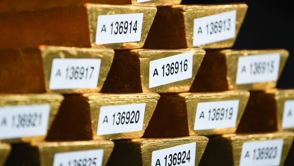 Goldbarren der Bundesbank: Die meisten Zentralbanken erhöhen derzeit ihre Goldbestände, etwa, um ihr Dollar-Risiko zu senken - nicht so die Bundesbank.