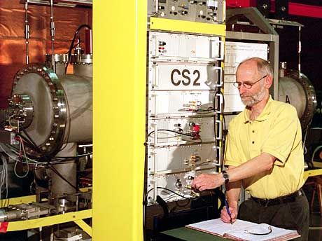 Die Erde hinkt hinterher: Atomuhr der PTB Braunschweig (Archivbild)