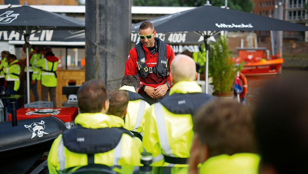 Adrenalinkick: Mit dem Speedboat durch den Hamburger Hafen