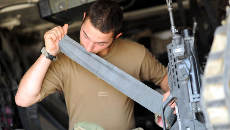 """Wo ist das Material? Die Bundeswehr hat laut Rechnungshof keinen Überblick darüber, an wen sie Ausrüstung im Wert von 92 Millionen Euro """"verliehen"""" hat"""