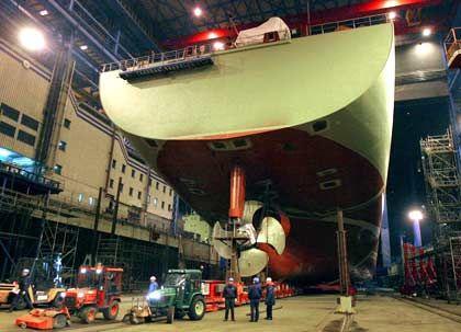 Volle Auftragsbücher: Neubau eines Containerschiffs im Dock der Warnemünder Aker-Werft