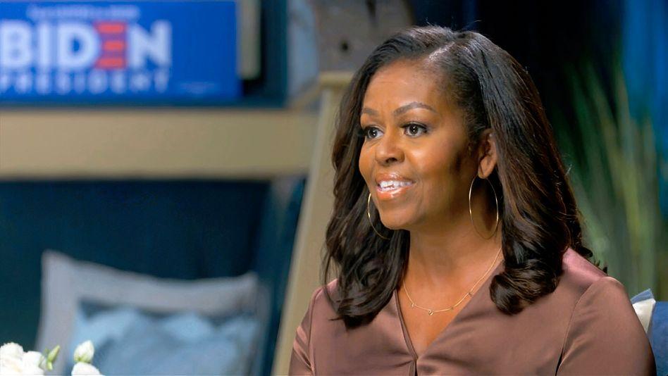 """Michelle Obama bei ihrer Rede für den designierten Präsidentschaftskandidaten Joe Biden: """"Wann immer wir auf der Suche nach Führung, Trost oder einem Anschein von Stabilität auf das Weiße Haus blicken, bekommen wir stattdessen Chaos, Spaltung und einen kompletten Mangel an Mitgefühl"""""""
