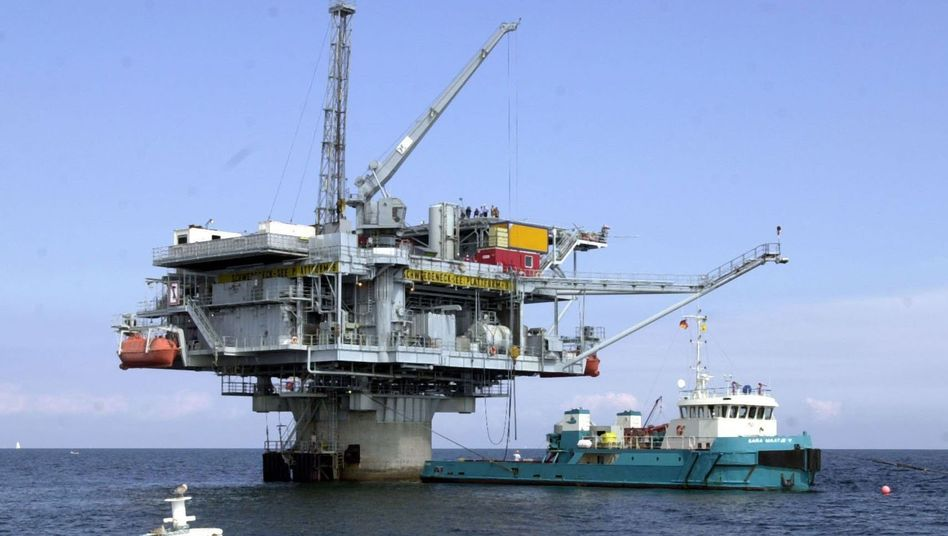 Ölplattform: Trotz der Konjunkturerholung in den USA bleibt die Nachfrage nach dem Industrie-Brennstoff verhalten