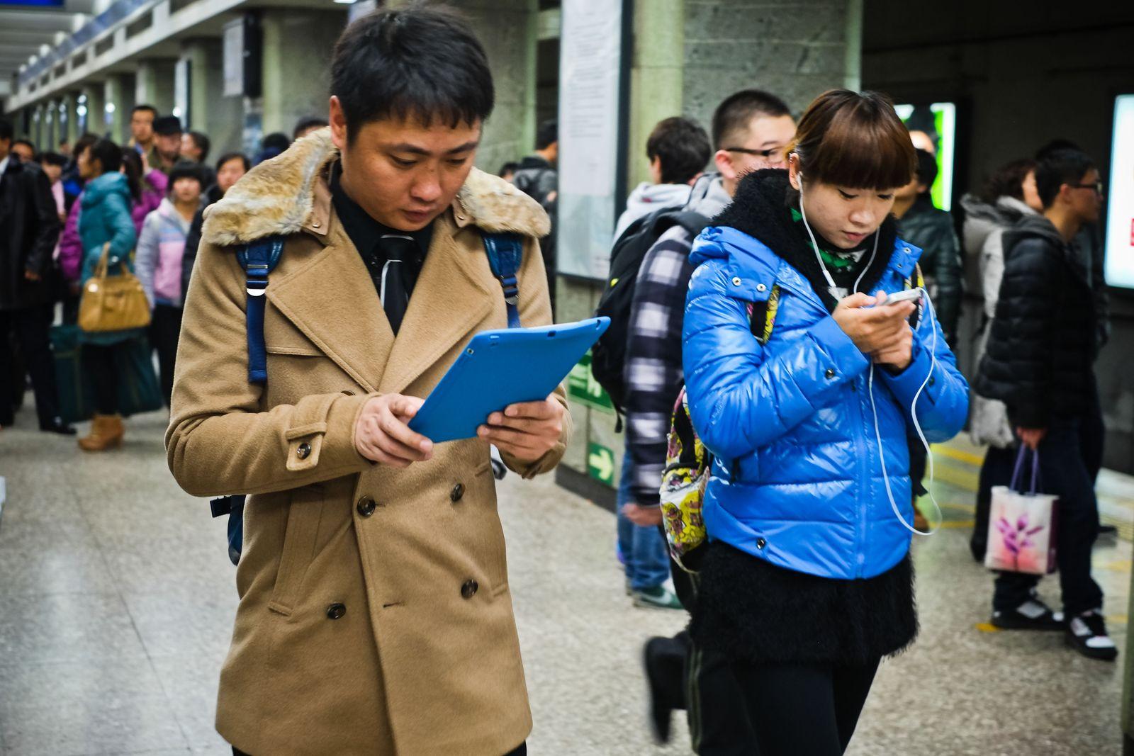 NICHT MEHR VERWENDEN! - China / Handy / Smartphone / Social Media