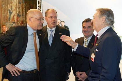 Weltpolitik: Februar 2007 - Beitz ist Gastgeber der G7-Finanzminister, hier mit US-Kassenwart Hank Paulson und dessen deutschem Kollegen Steinbrück (1. u. 2. v. l.)