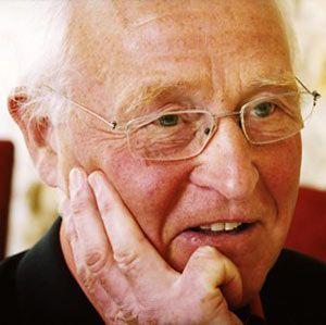 """Der Jesuit Friedhelm Hengsbach (71) hat Philosophie, Theologie und Wirtschaftswissenschaften studiert. Er war langjähriger Leiter des Oswald-von-Nell-Breuning-Instituts in Frankfurt am Main und lehrt Sozial- und Wirtschaftsethik. Hengsbach hat sich profiliert als einer, der wirtschaftlichen Sachverstand mit der katholischen Soziallehre verbindet, etwa in seinem Buch """"Das Reformspektakel""""."""