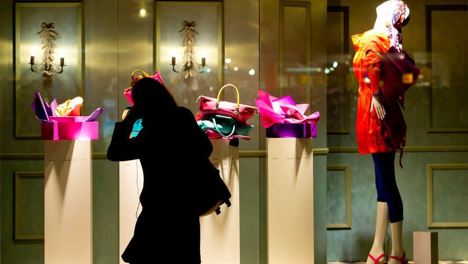 Ein wenig zurückhaltend: Bundesbürger ließen im Juni weniger Gld in den Läden als im Vormonat und vor Jhresfrist