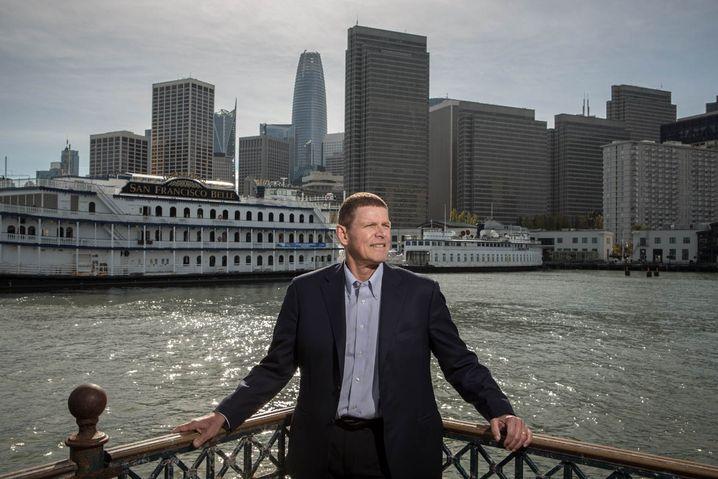 Würden Sie diesem Mann eine IT-Aktie abkaufen? Unser Fotograf traf Walter Price auf Pier 7 vor dem Financial District in San Francisco.