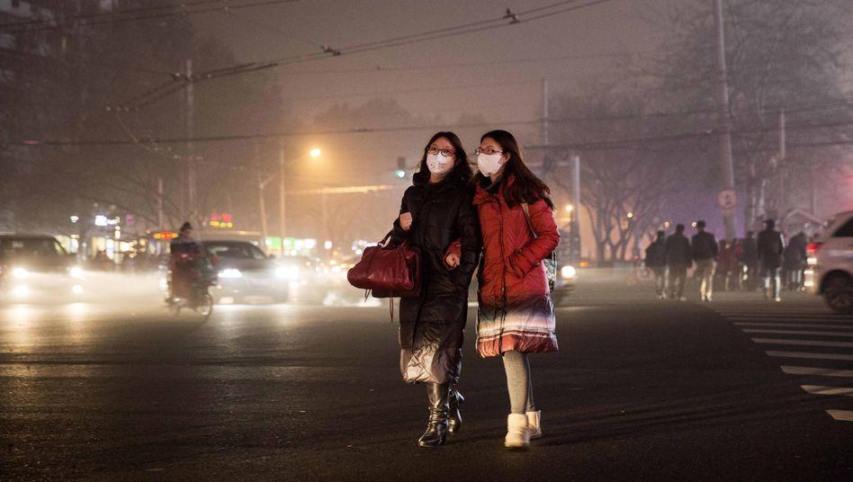 Frauen bei Smog in Peking