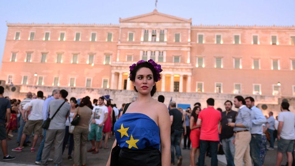Pro-Euro-Demonstration vor dem Parlament in Griechenland: Den Euro haben die Griechen schon liebgewonnen