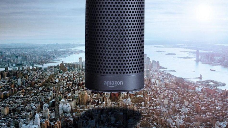 DIE ALEXA-INVASION Mit dem smarten Lautsprecher Echo und der virtuellen Assistentin Alexa hat Amazon-Gründer Jeff Bezos eine regelrechte Killermaschine geschaffen. Alexa bestimmt, welche Marken dem Kunden angeboten werden – und immer häufiger sind es Amazons eigene.