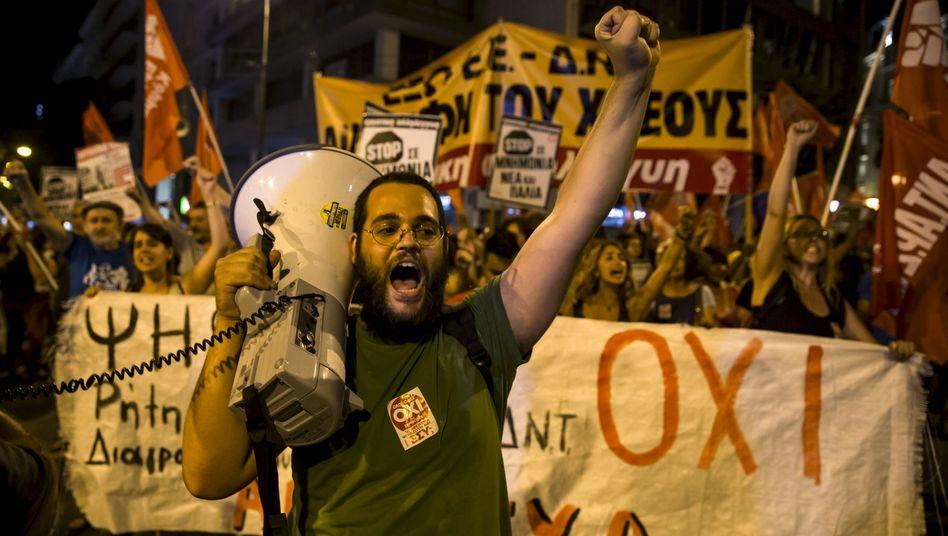 Nein zum Sparkurs: Auch Deutschland hat die Wohlstandsillusion in Griechenland mit immer neuen Krediten genährt - und wird nun als Schuldiger der Misere gebrandmarkt