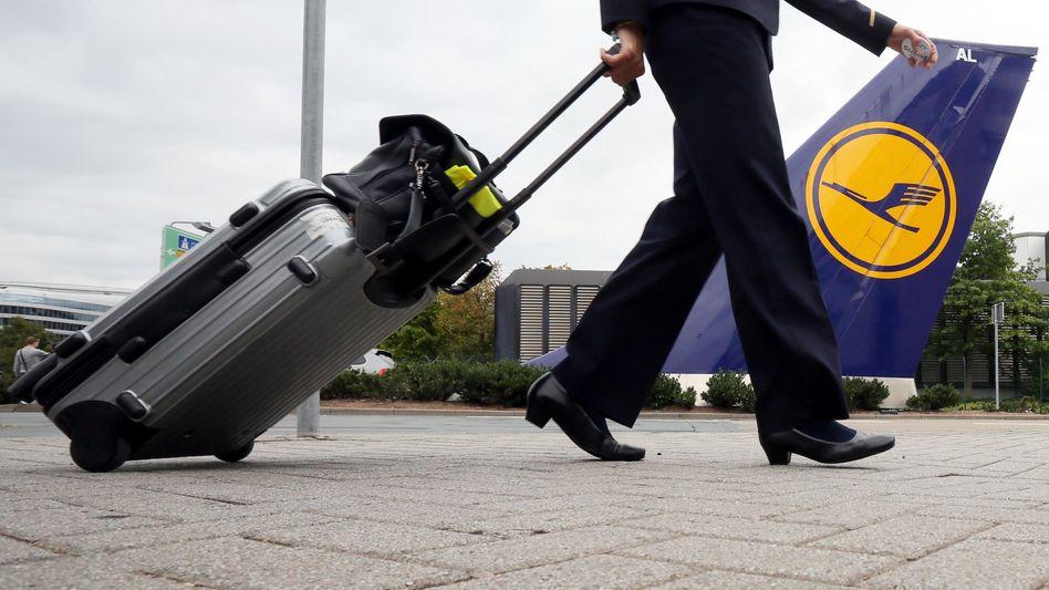 Flugbegleiterin der Lufthansa: Die Gewerkschaft hat die rund 21.000 Flugbegleiter für Donnerstag und Freitag zum Streik aufgerufen