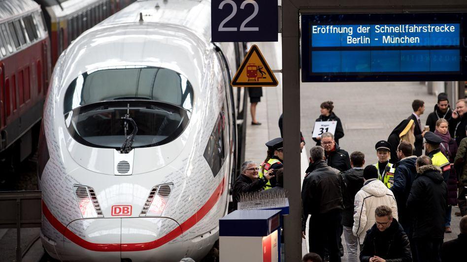 Zug der Deutschen Bahn am Münchener Hauptbahnhof