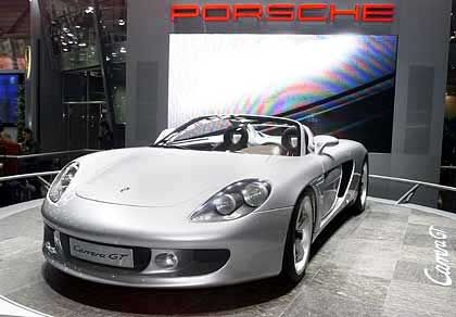 Porsche, High-End Ein V-Zehnzylinder-Motor leistet 558 PS, beschleunigt den Wagen in weniger als vier Sekunden auf 100, in knapp zehn Sekunden auf 200 km/h. Die Karosserie, gefertigt auf der Basis federleichter Kohlefaser-Werkstoffe, wiegt nur 1250 Kilogramm. Höchstgeschwindigkeit: Mehr als 330 Stundenkilometer.