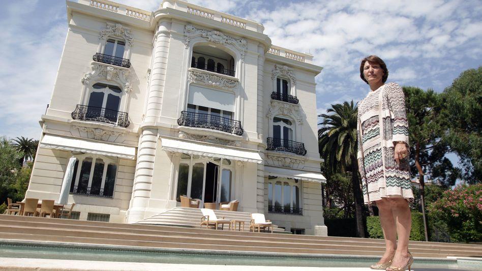 Für Marina Picasso ist ihr Großvater Pablo ein Fluch - nun will sie sich von einigen seiner Bildern und dem Anwesen La Californie (im Hintergrund) trennen